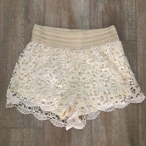 Sans Souci White Lace Shorts - Medium
